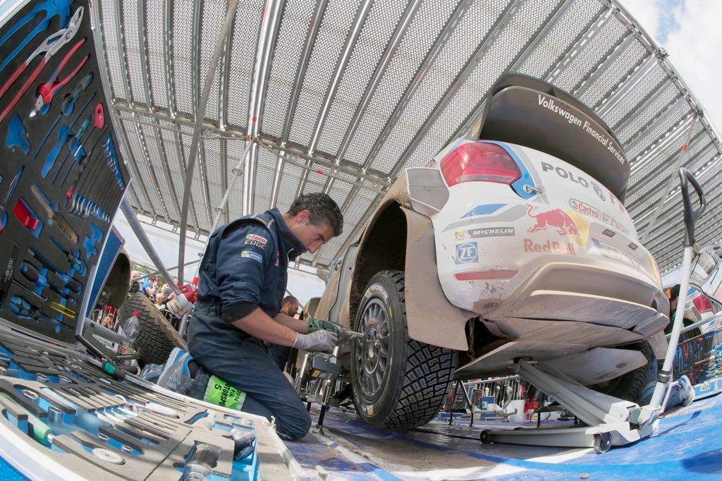 Lavoro perfetto per i tecnici VW sulla Polo R WRC