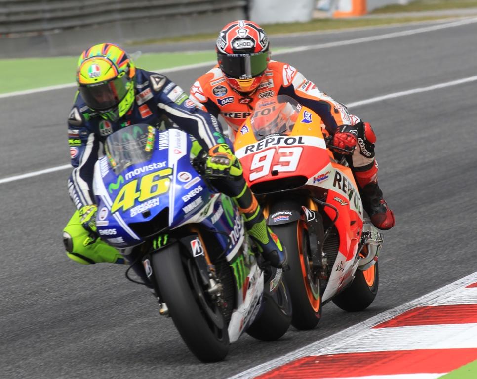 Confronto serratissimo tra Rossi e Marquez in Catalunya