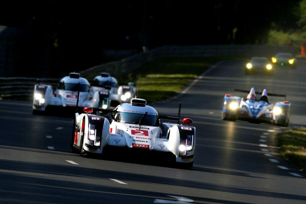 Audi in notturna alla 24 Ore di Le Mans