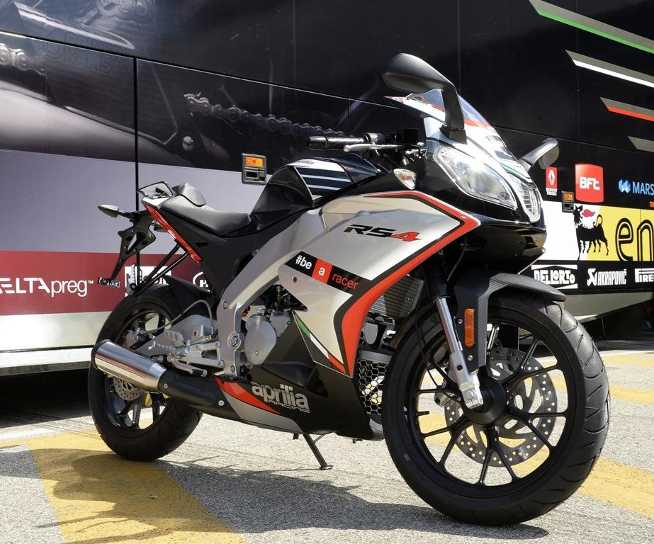Aggressiva e concreta la nuova Aprilia RS4 50cc