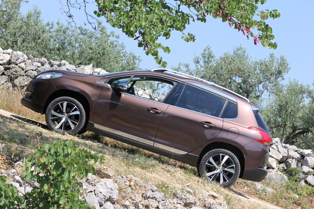 Peugeot 2008, Crossover a 360°