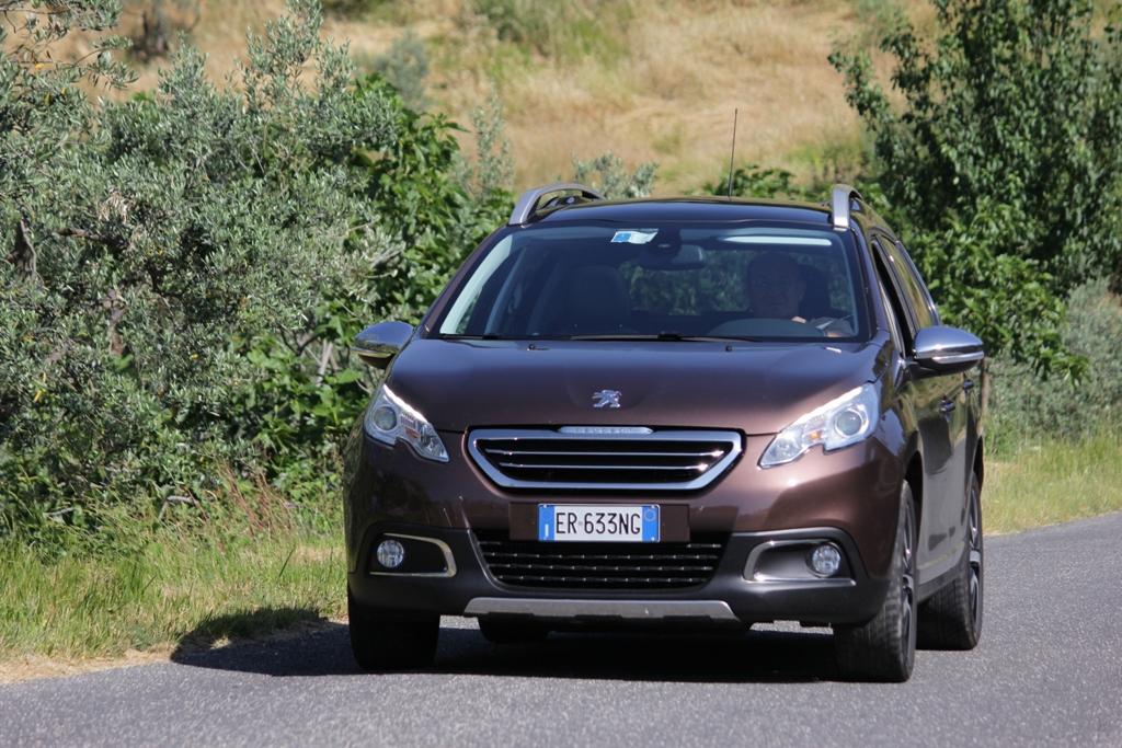 Peugeot 2008 gode di un motore elastico e pronto con tanta coppia