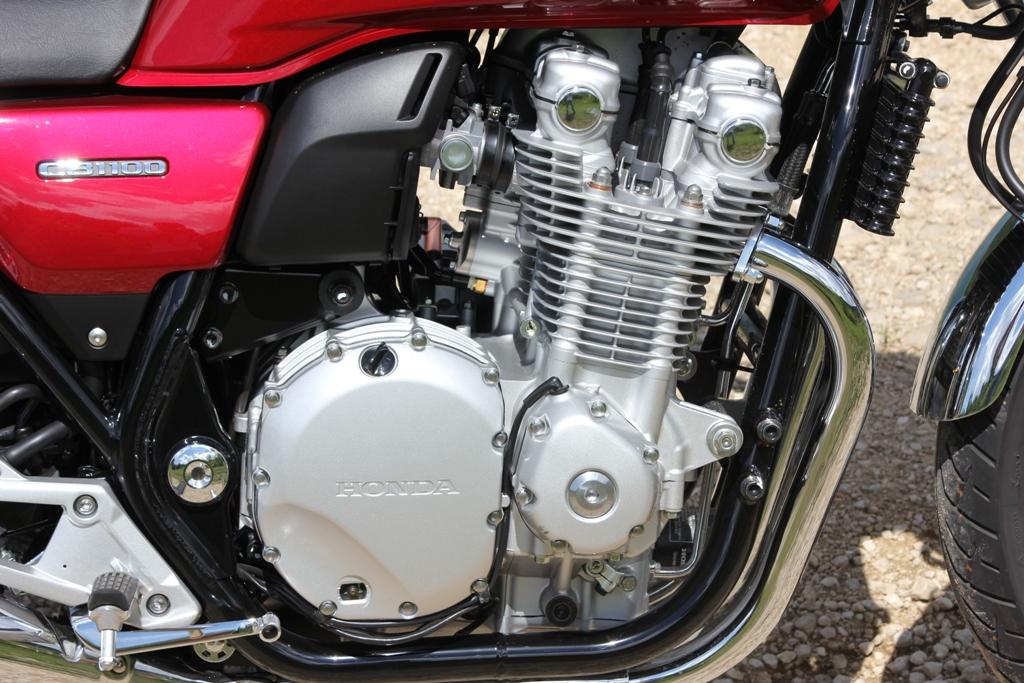 Raffreddamento ad aria e olio per la CB1100EX
