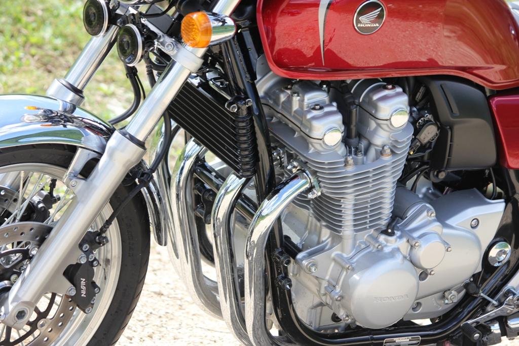Il poderoso quattro cilindri Honda della CB1100EX