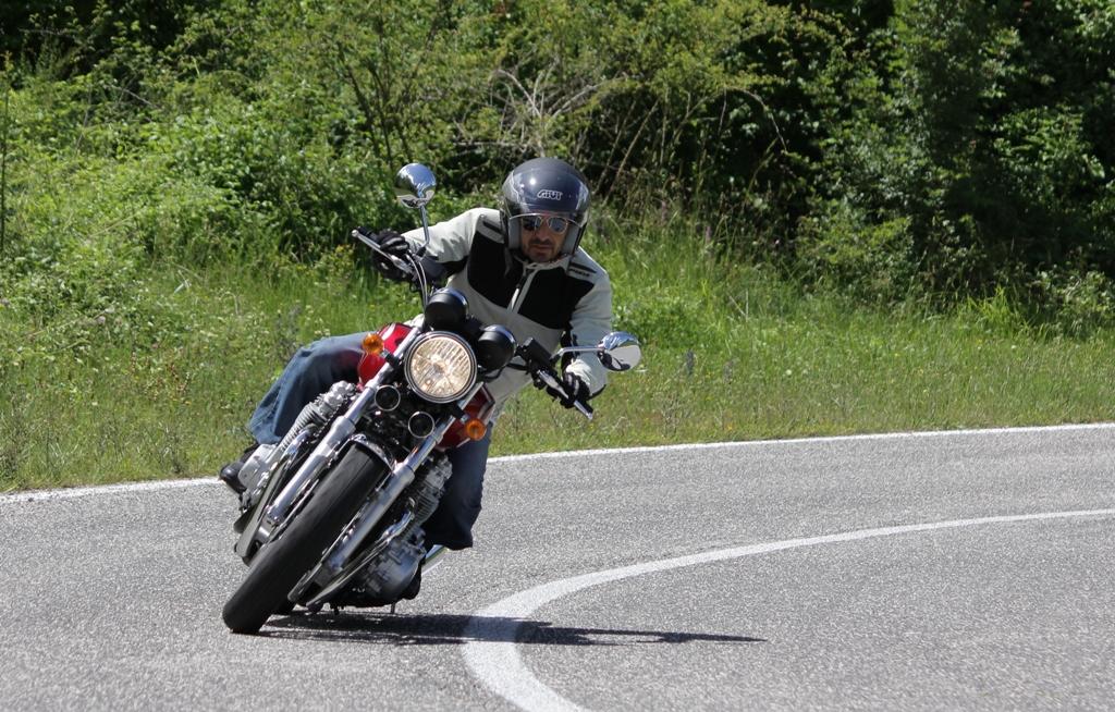 La Honda CB1100EX agile nel misto/stretto