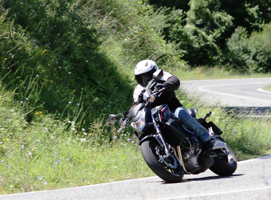 La Honda CB650F è agilissima sul misto/stretto e gran piegatrice