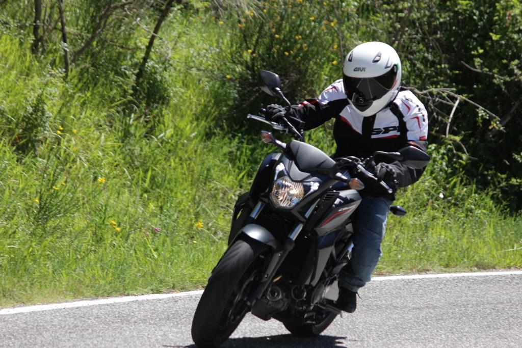 La Honda CB650F mostra tutta la sua agilità sul misto/stretto...