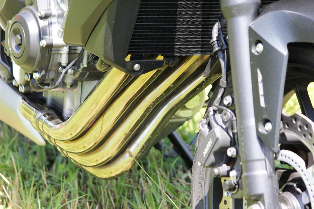 Design armonioso per i collettori di scarico della Honda CB650F