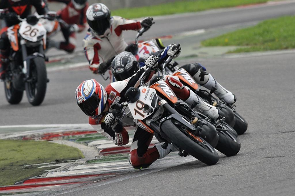 Grande bagarre nella terza prova del Duke 200 Trophy KTM