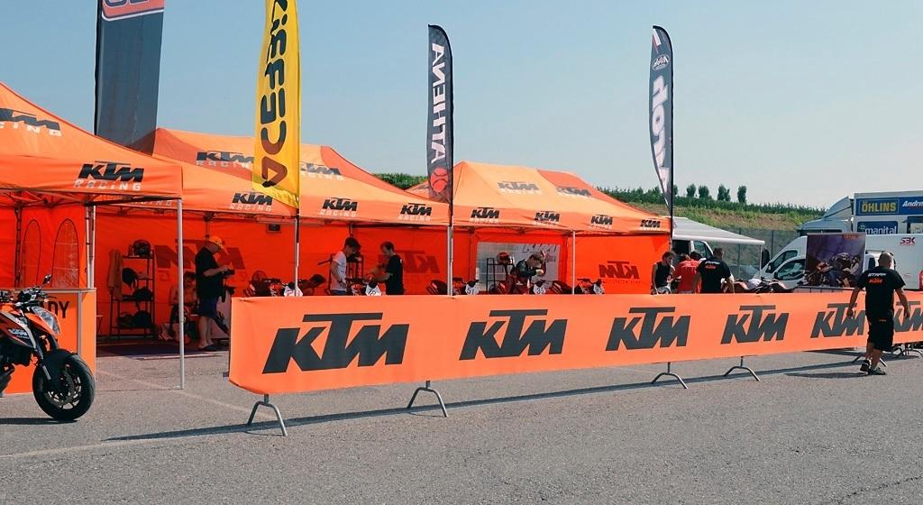il paddock KTM riservato ai piloti del Duke Trophy