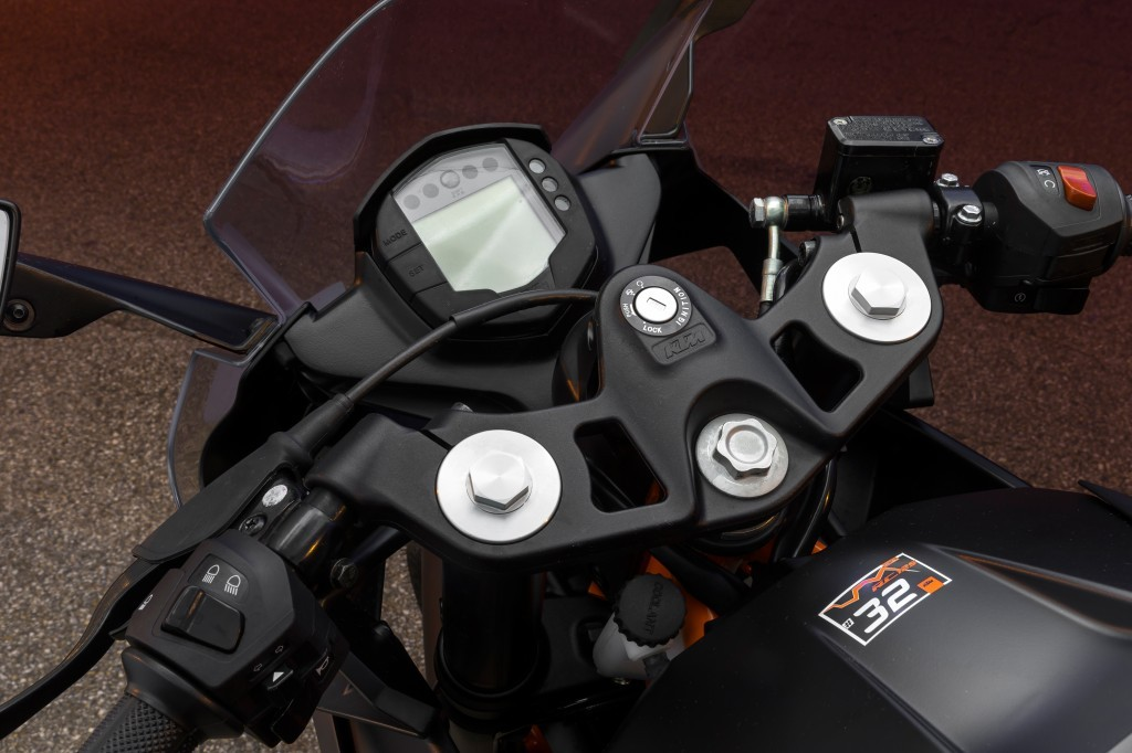 La piastra forcella della RC125 KTM, sportiva da 15 Cv