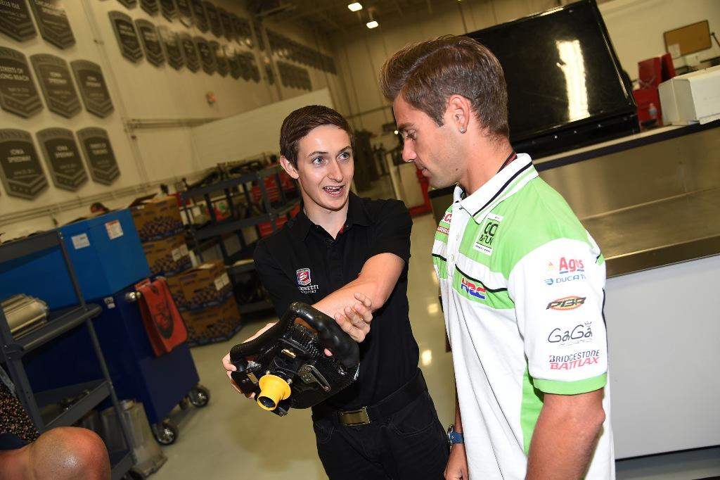 Alvaro Bautista con  Zach Veach, pilota diaciannovenne della F.Indy