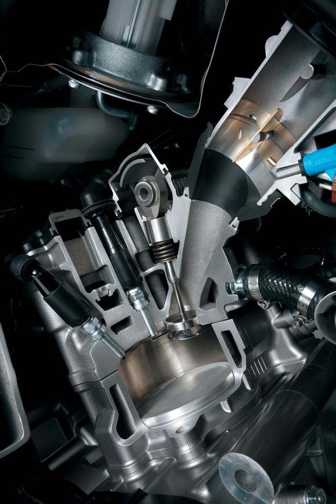 Suzuki V-Strom 1000 ABS: la nuova testata a doppia candela