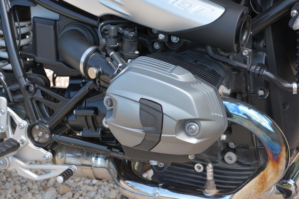 Il boxer BMW della nineT da 110 Cv, da notare la particolare presa aria laterale