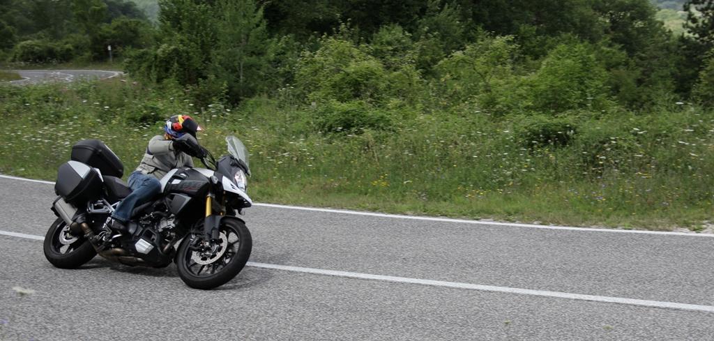 Agile ovunque la V-Strom 1000 ABS Suzuki, nuove quote ciclistiche, più agilità