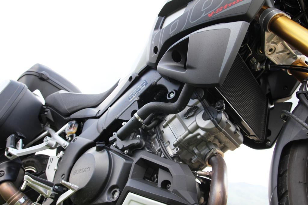Il progetto V-Strom 1000 ABS vanta un motore rivisto in molti componenti