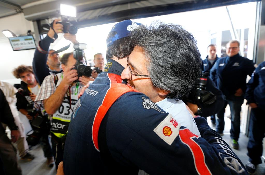 WRC 2014: un abbraccio di Michel Nandan con Neuville