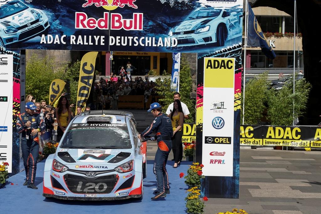 WRC 2014, Neuville all'arrivo in Germania