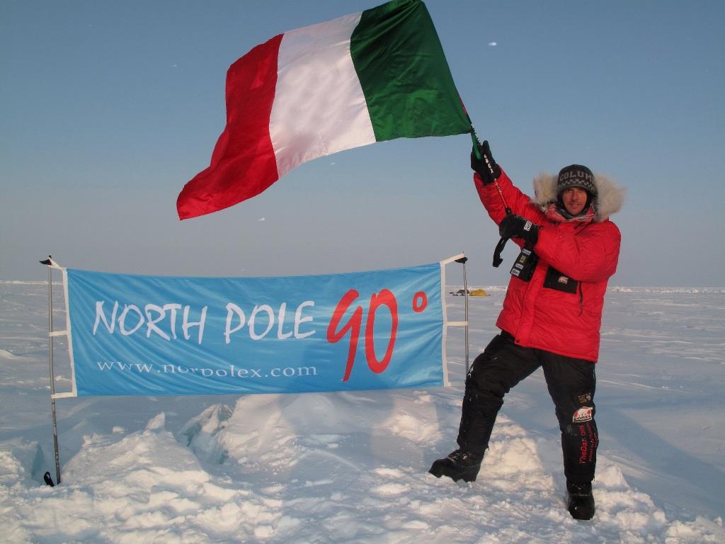 Luca Bracali in uno dei suoi momenti più belli al Polo Nord