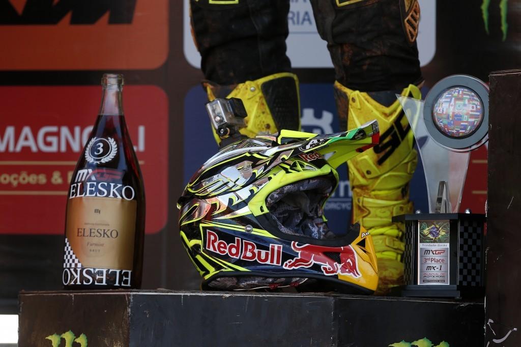 MX 2014: il casco di Tony Cairoli dopo gara ed il podio
