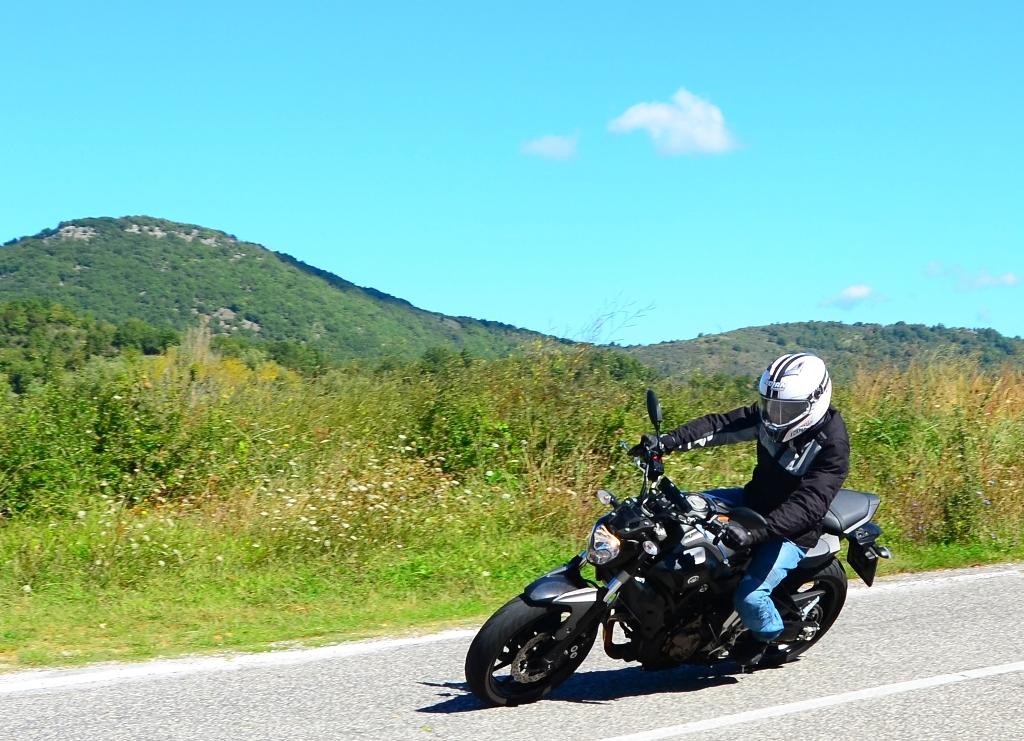 MT-07 Yamaha: manca l'ABS di serie ma la moto è sempre sincera in staccata