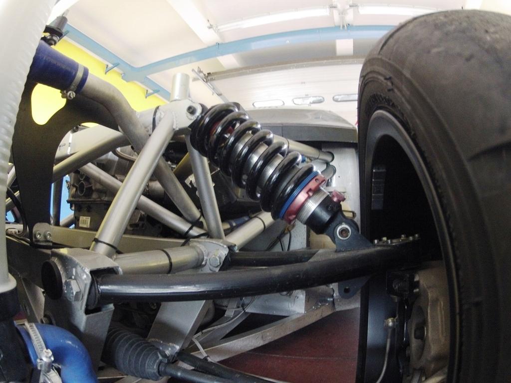 Mitjet 2014: struttura semplice per le sospensioni, massimo spazio al pilota!
