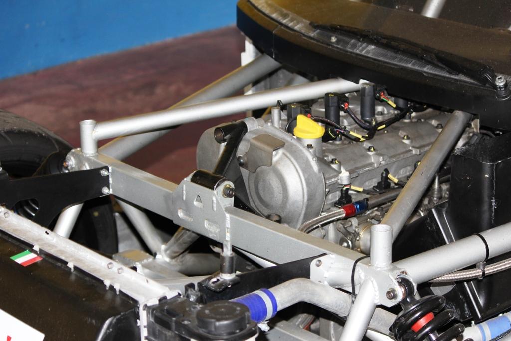 Mitjet 2014: il motore Renault aspirato, abbracciato dalla struttura di protezione