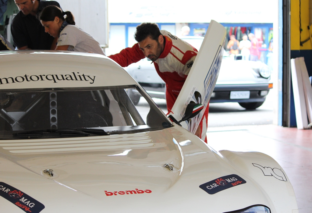 "Mitjet 2014: prima del test in pista ""studio"" la vettura al box Carmag Racing"