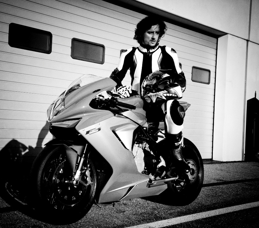 Luca Bracali ama anche la pista: caccia all'adrenalina!