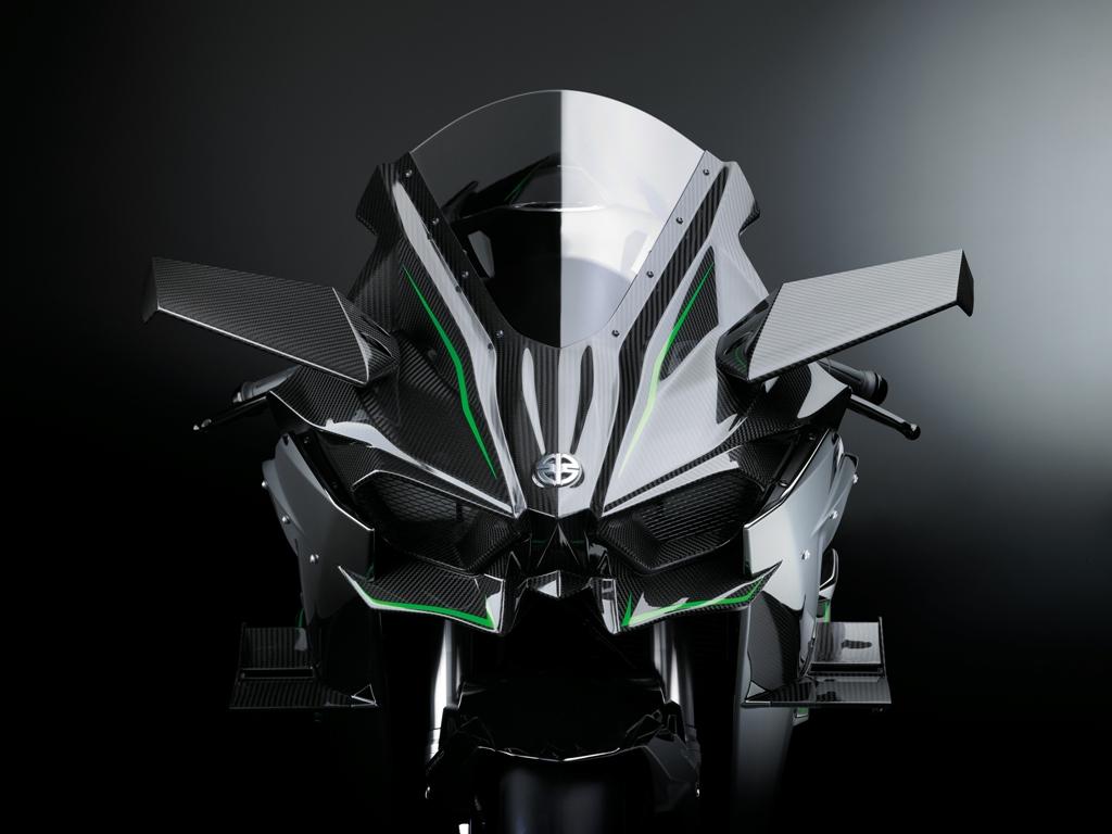Il cupolino e l'eleganza aerodinamica della H2R Kawasaki