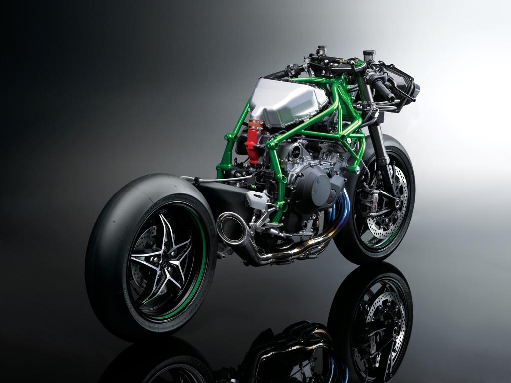 La Kawasaki H2R da 300 Cv lato scarico, si nota in alto il condotto RAM