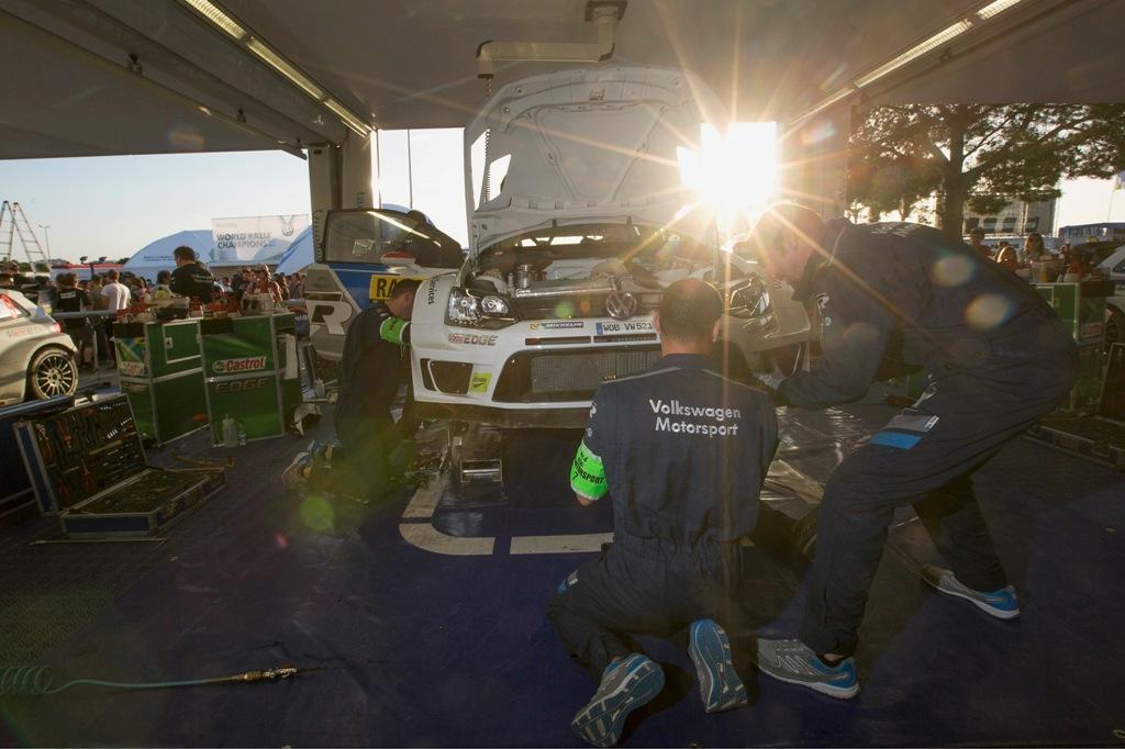 WRC 2014, Spagna, il box Volkswagen, tempi record per gli interventi