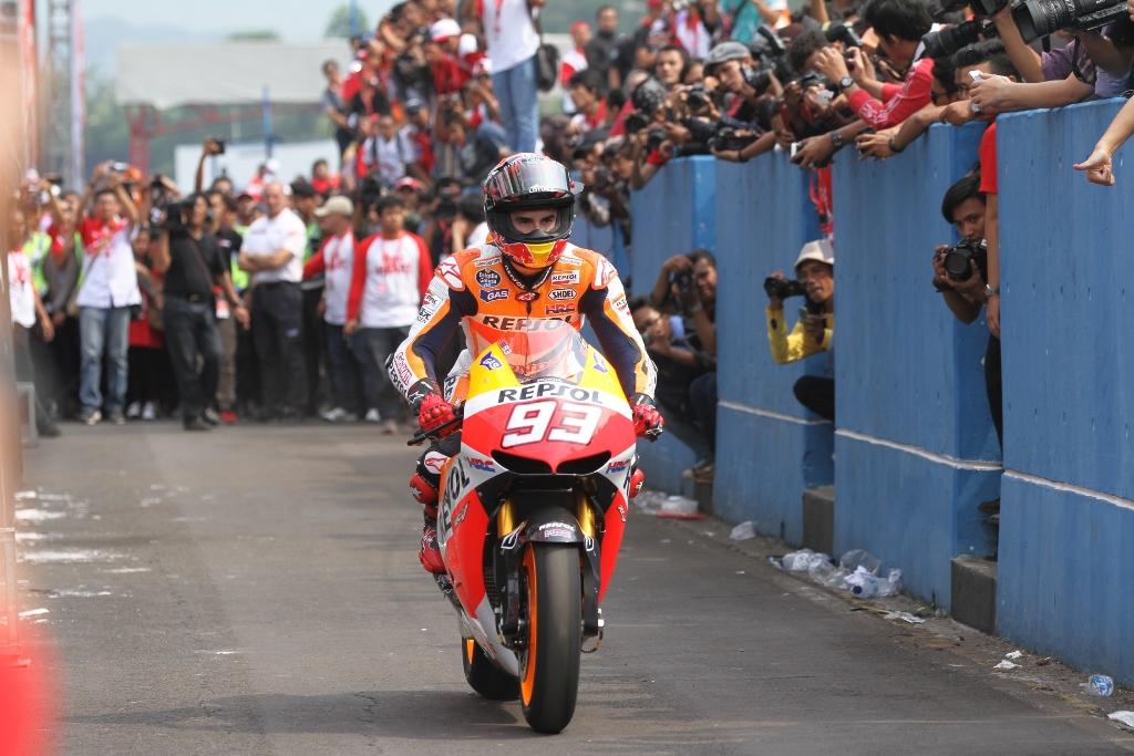 MotoGP 2014, Marc Marquez entra in pista per la manifestazione indonesiana