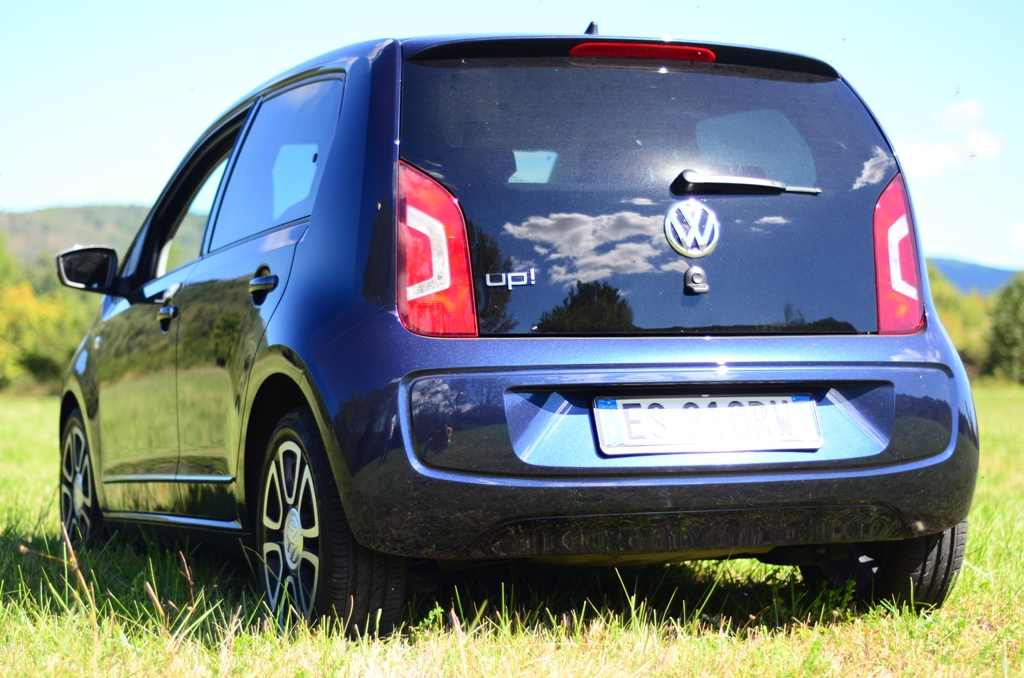 VW Up! 2014: posteriore gradevole e portellone piatto per la Up!