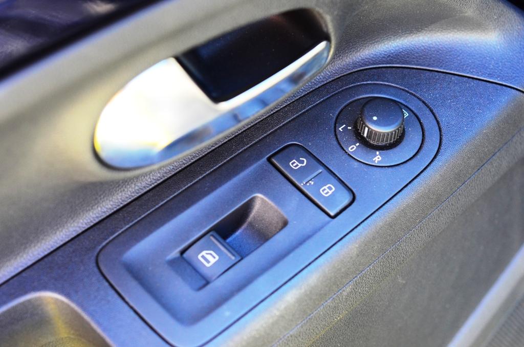 VW Up! Sulla plancia pricipale,manca il pulsante per far scendere il finestrino passeggero