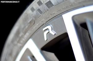 """RCZ-R, il monogramma forgiato """"R"""" sul cerchio ruota"""