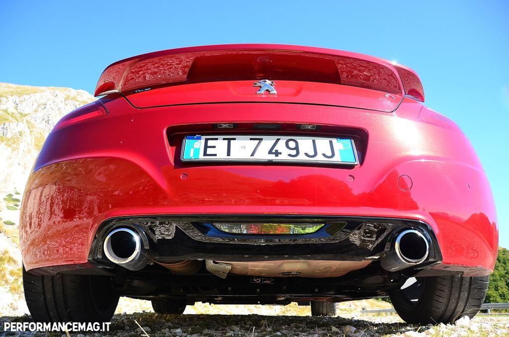 RCZ:R Peugeot, il doppio scarico e lo spoiler posteriore