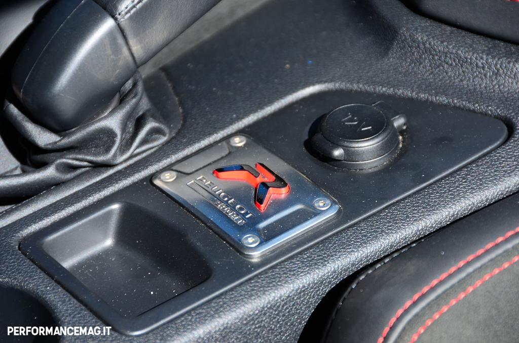 RCZ-R Peugeot. il monogramma che fa la differenza