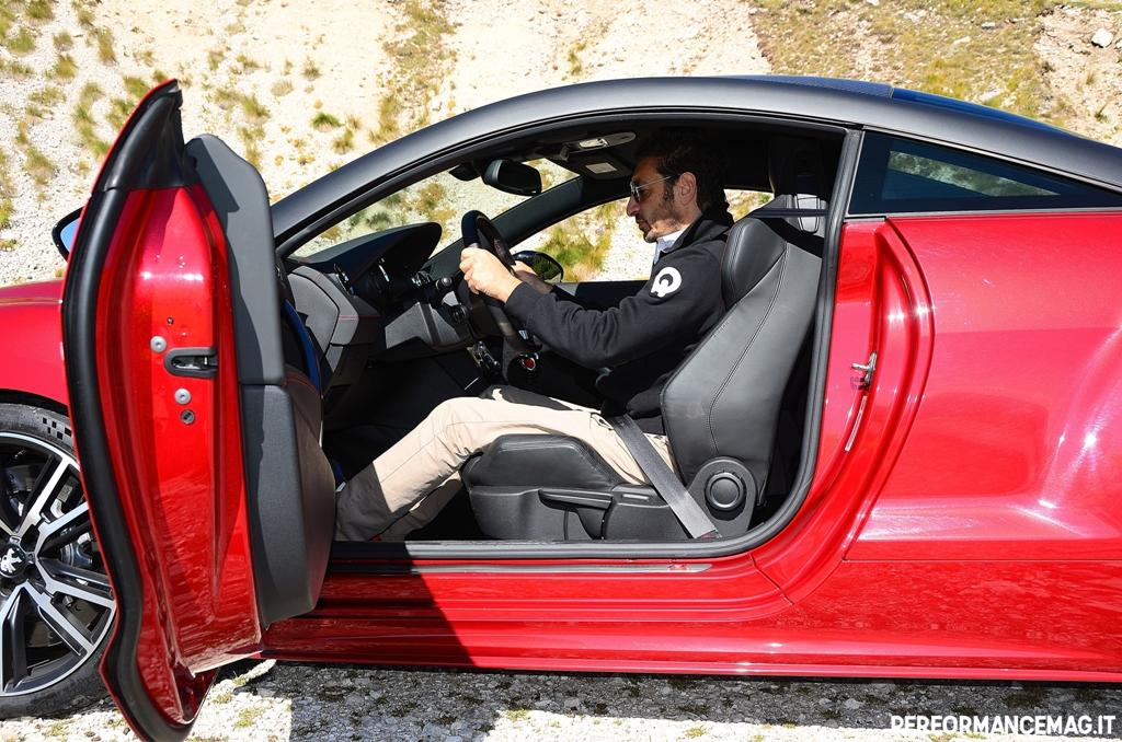RCZ-R Peugeot, posizione di guida da vera racing grazie alla seduta bassa