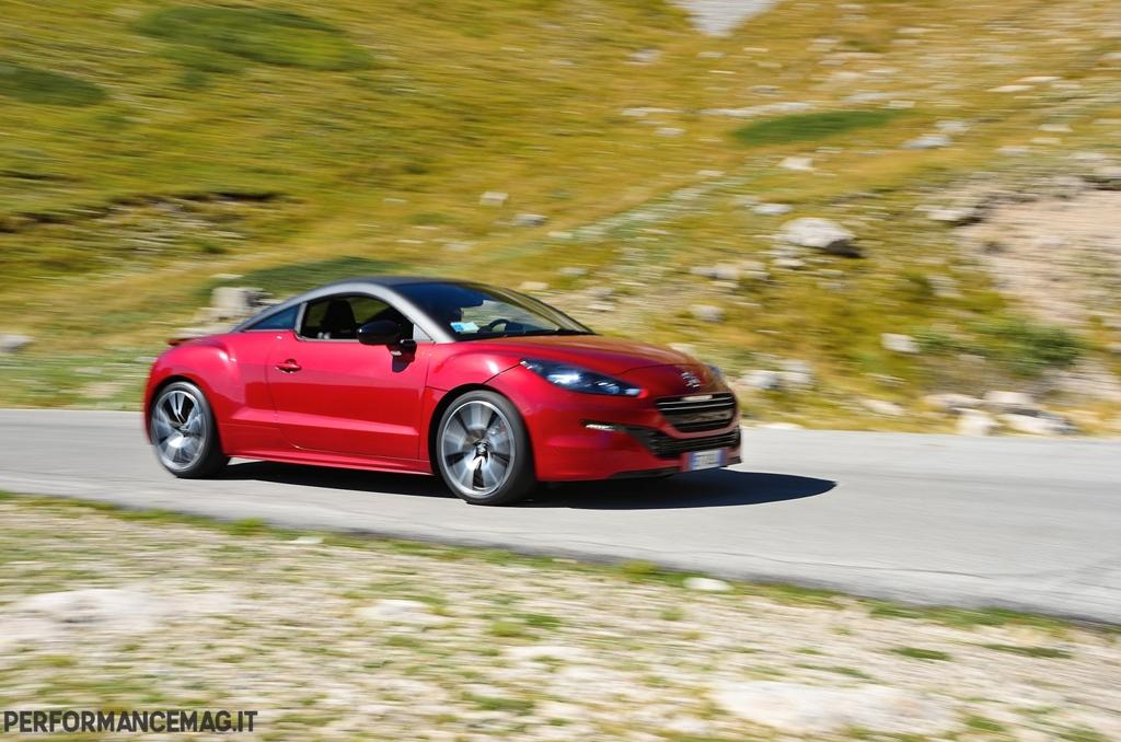 RCZ-R Peugeot vanta un assetto non troppo rigido, ma è agile ovunque