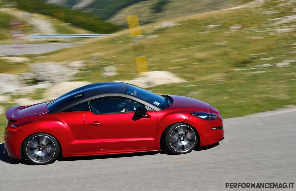 RCZ-R Peugeot, a suo agio su tornanti e percorsi medio/veloci