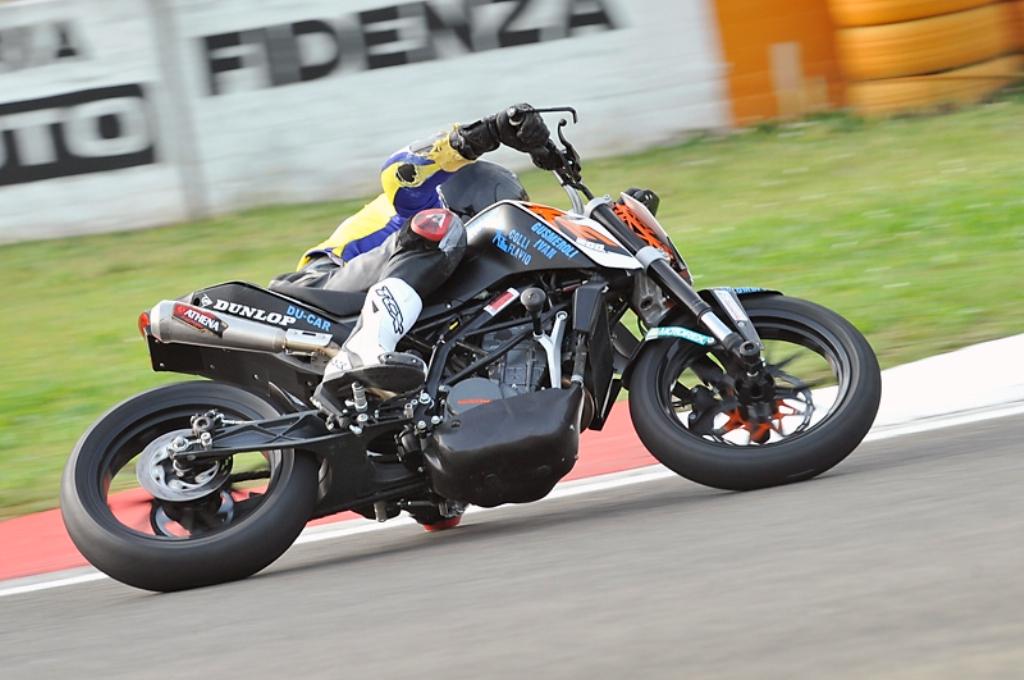 La KTM Duke 200 Trofeo si è rivelata un'ottima moto dal grande potenziale