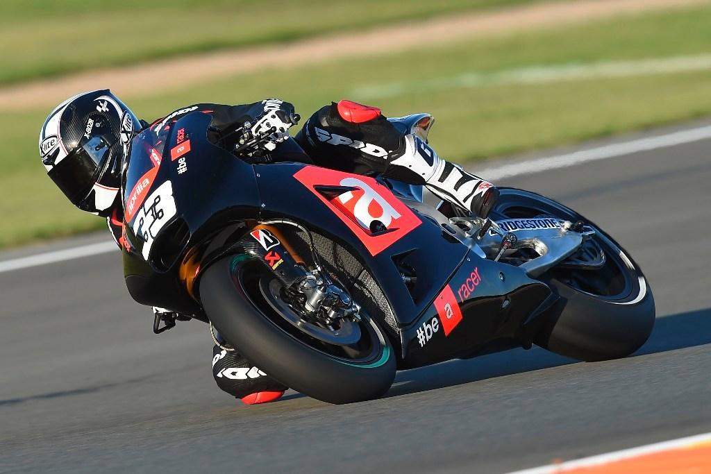 MotoGP, test Valencia. Marco Melandri in sella all'Aprilia MotoGP, un fatto italiano