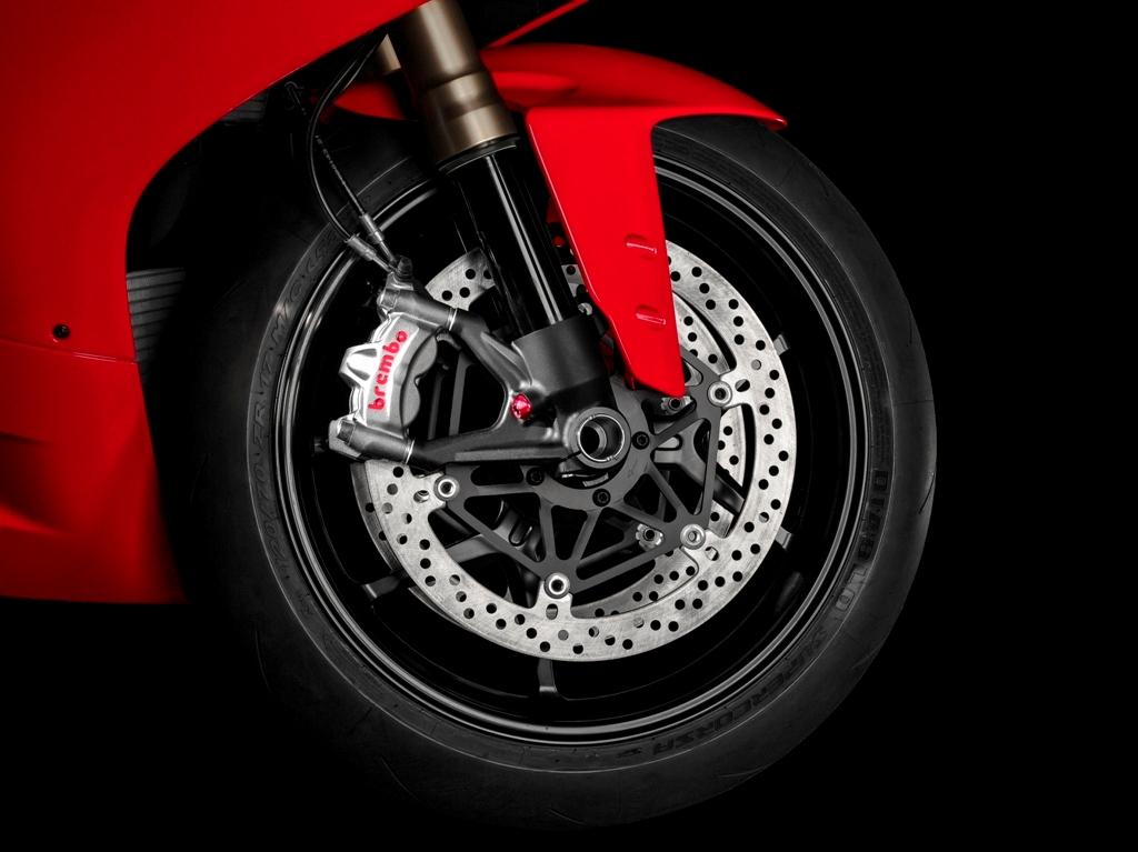 Ducati Panigale 1299, ABS Cornering per la nuova SBK e pinze Brembo monoblocco