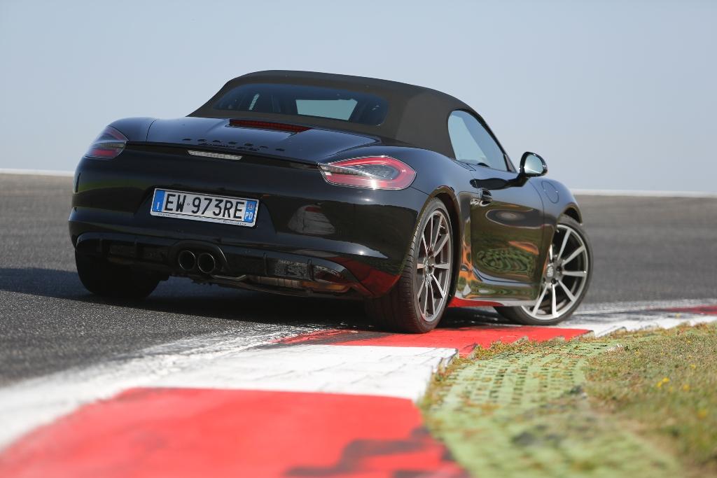 Porsche Boxter GTS, posteriore con nuovi gruppi ottici oscurati