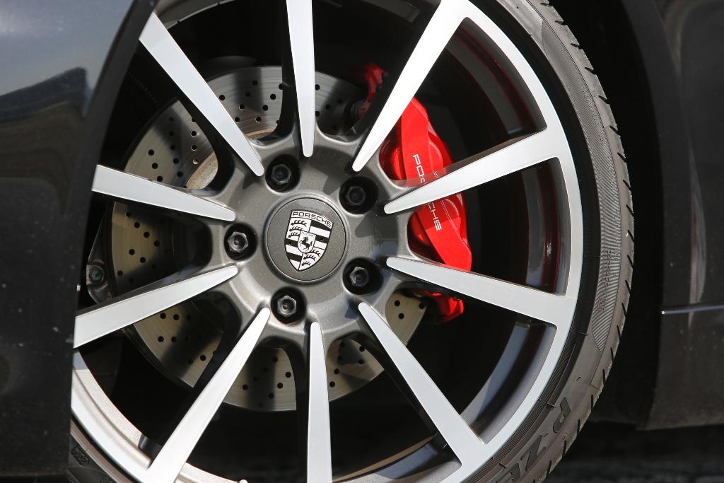 """Porsche Boxter GTS, cerchi da 20"""" e impianto frenante potente ed aggressivo"""