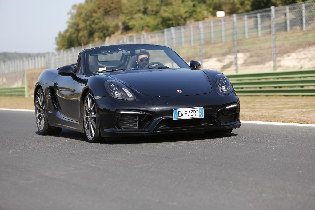 Porsche Boxter GTS, frenata molto incisiva in staccata