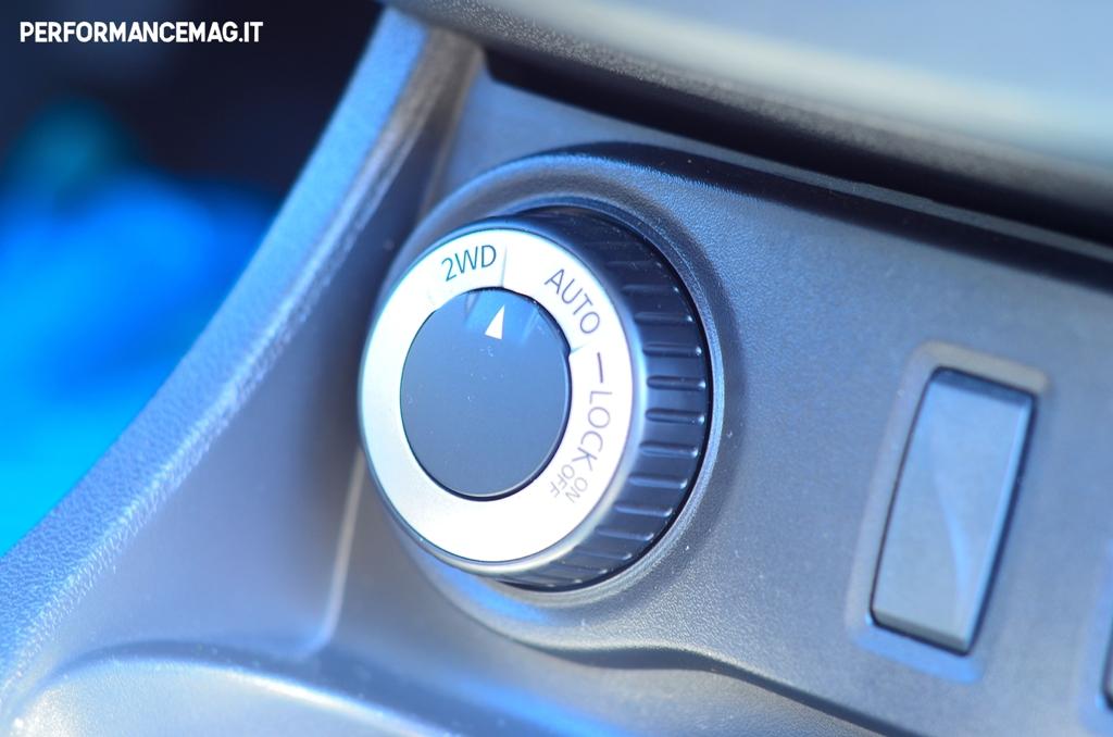 Dacia Duster 2014, il pomello selettore 4X2, 4X4 Lock 4X4