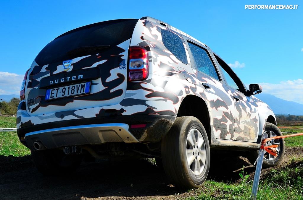 Dacia Duster, hard test su un campo da enduro moto, ottima e divertente anche qui