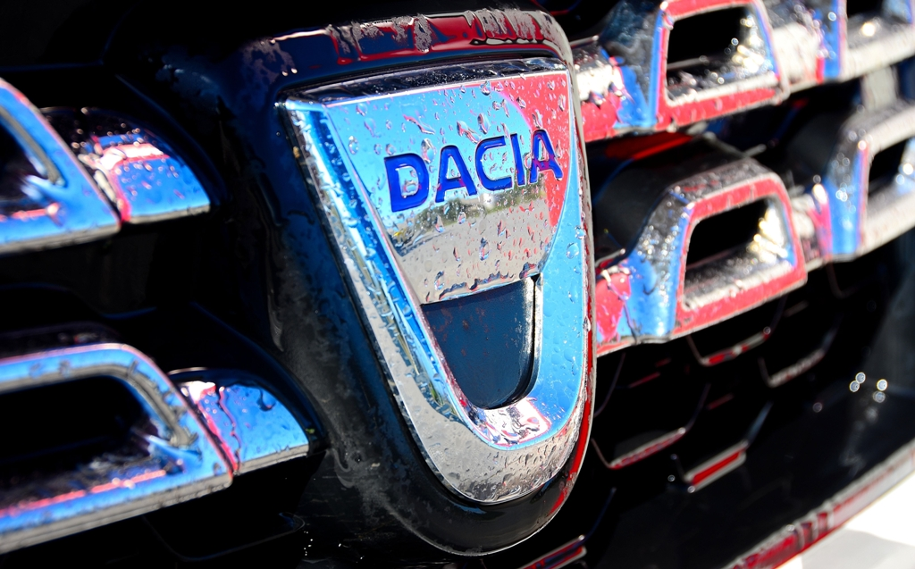 Dacia Duster 2014, il nuovo frontale e la grigiia cromata del nuovo modello